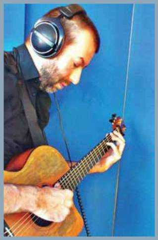 Jon Gomm with GIK Screen Panel